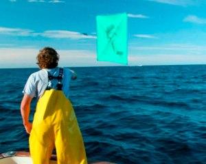 Kite Launch for Tuna Fishing by Kite on Tuna Hunter
