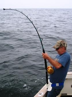 Carl reeling bluefin tuna abourd Tuna Hunter Fishing Charters