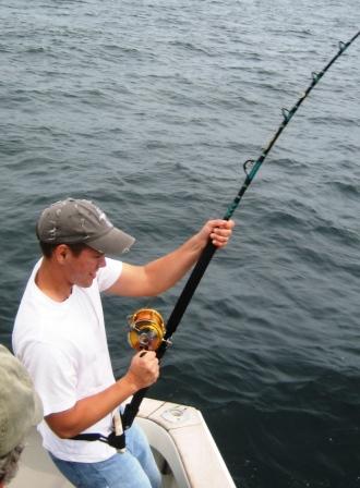 Will reeling bluefin tuna abourd Tuna Hunter Fishing Charters