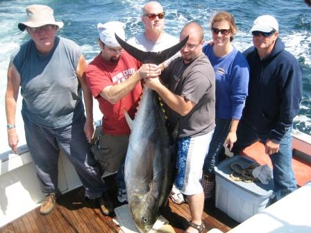 Boylston Crew 200lb Bluefin Tuna on Tuna Hunter Fishing Charters